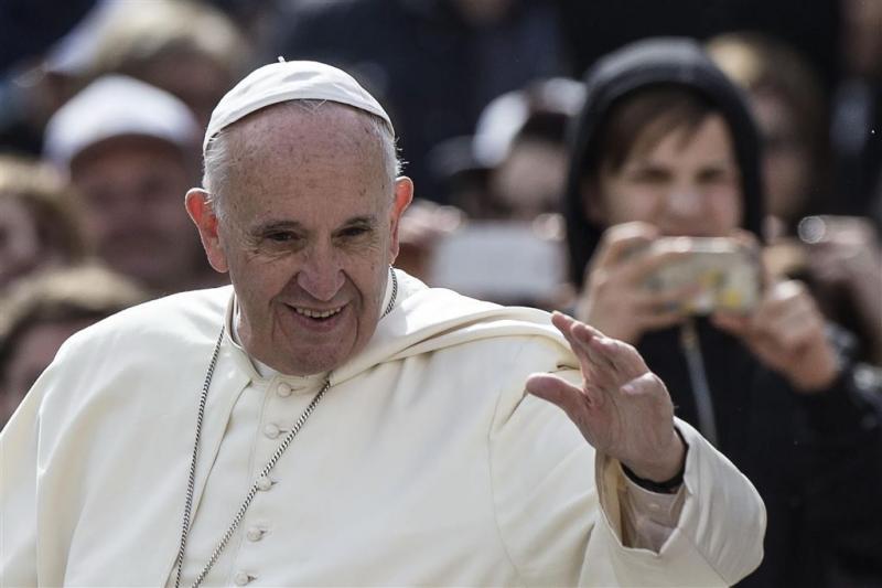 Paus op bezoek op Lesbos