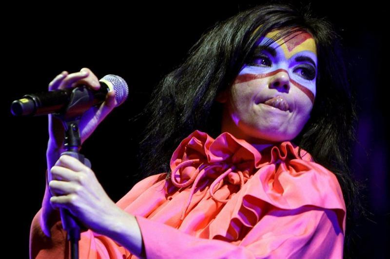 'Björk met masker op uit eten'