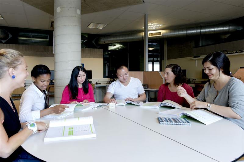 'Asielzoekers Utrecht meteen integreren'
