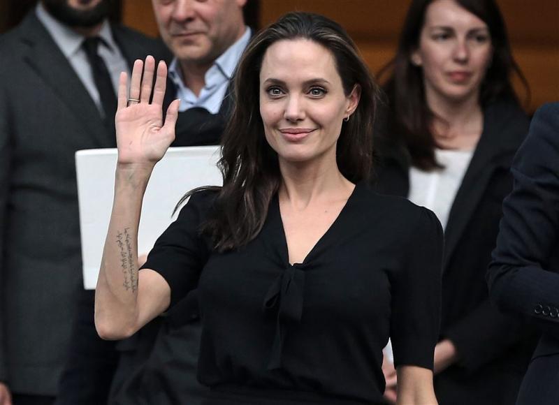 'Jolie overweegt baan bij Britse overheid'