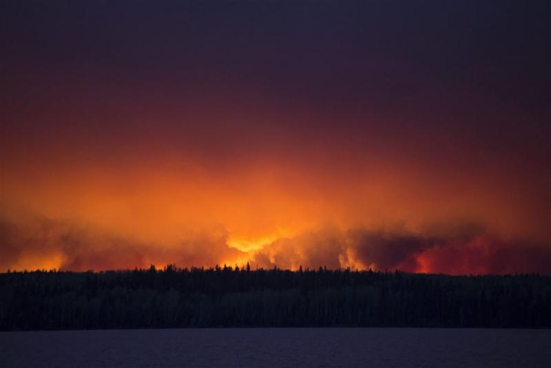 Harde wind wakkert natuurbrand Alberta aan
