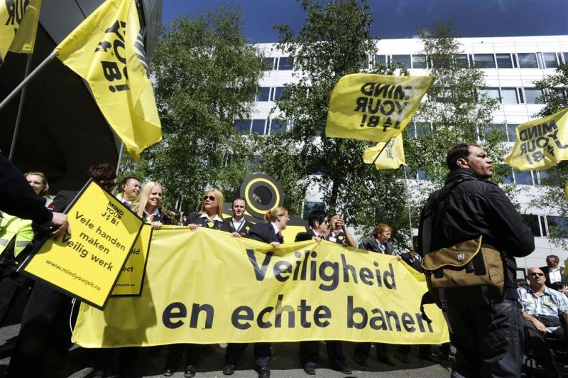 Beveiligers Schiphol komen met ultimatum