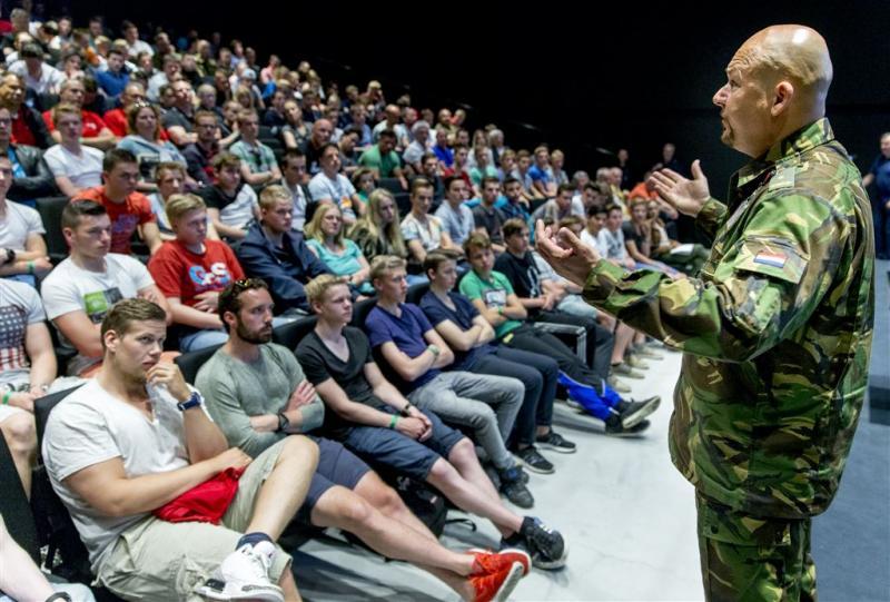 Honderden militairen voor de klas