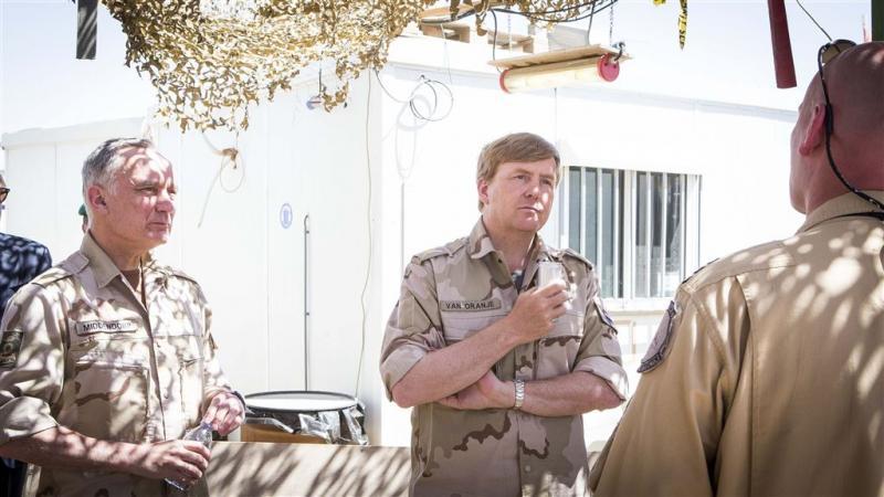 Koning Willem-Alexander bij troepen Jordanië
