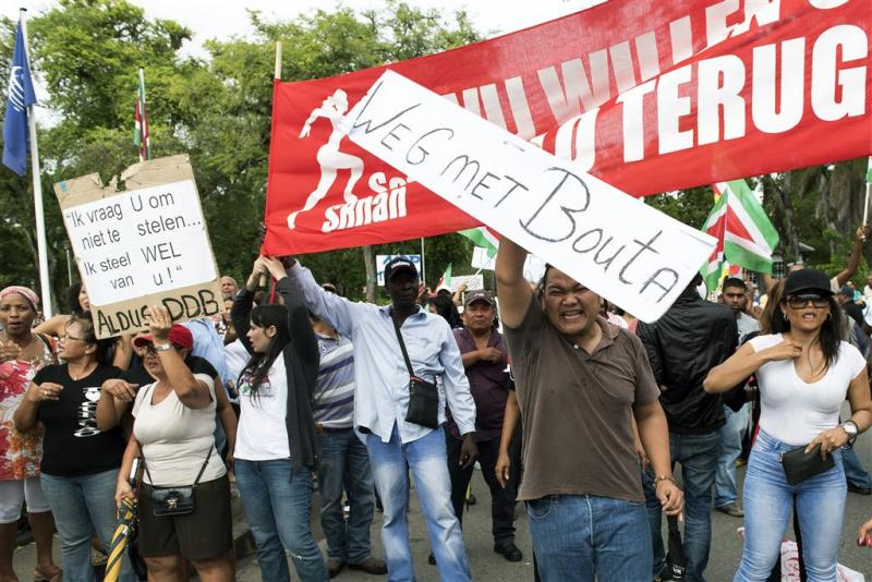 Surinamers massaal in protest