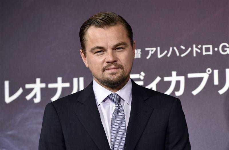 Leonardo DiCaprio schaakt weer blond model