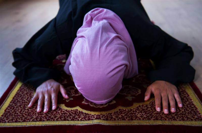 Arrestaties voor modefoto's zonder hoofddoek