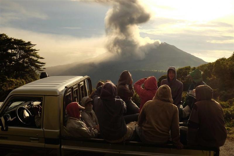 Vulkaan bedekt San José met laag as