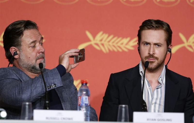 Ryan Gosling likt harige buik van masseur