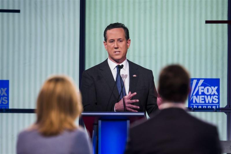 Santorum schaart zich achter Trump