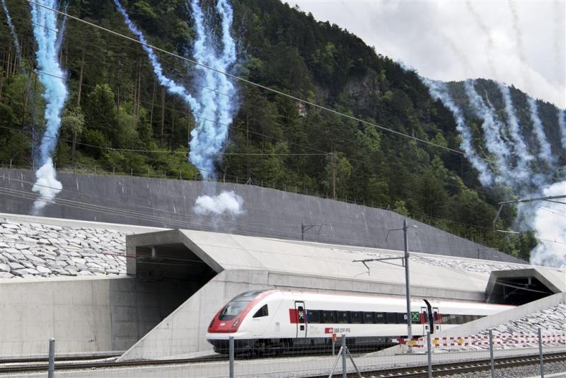 Zwitsers openen 'tunnel voor Europa'