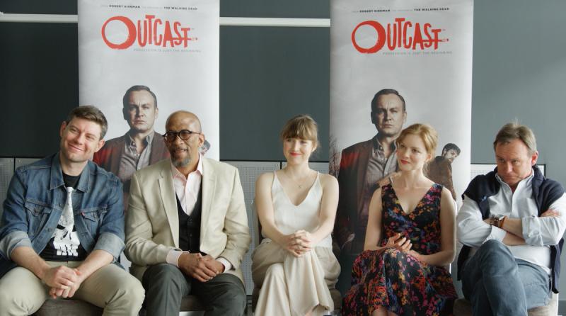 Outcast: Patrick Fugit, Reg E. Cathey, Kate Lyn Sheil, Wrenn Schmidt en Philip Glenister