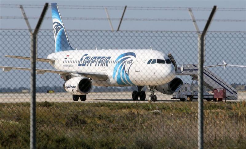 Noodlanding toestel EgyptAir na bomdreiging