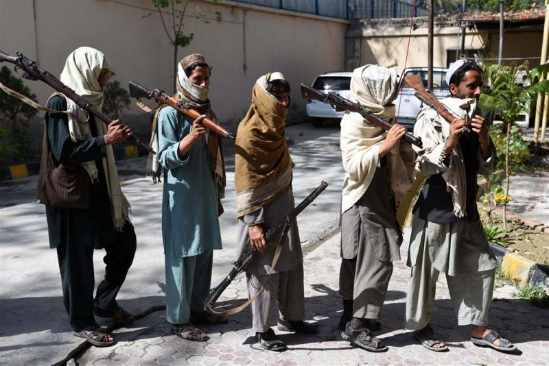 Taliban ontvoeren weer reizigers