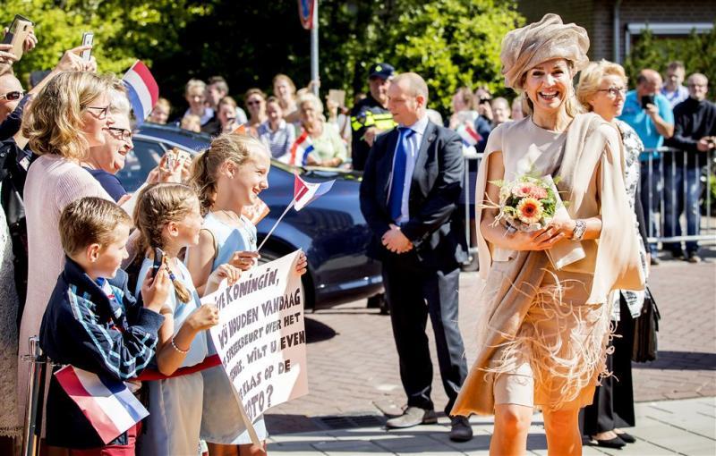 Koningin spreekt gedupeerden gasexplosie