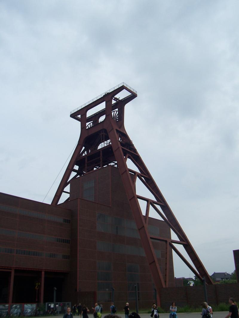 Een zogenaamde Doppelbock van een kolenmijn in Essen in Duitsland.  (Foto: qltel)