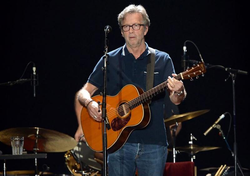 Eric Clapton heeft moeite met gitaar spelen