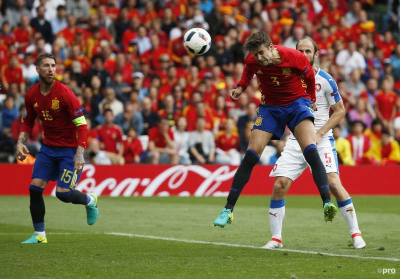 Piqué kopte vlak voor tijd de winnende goal binnen.