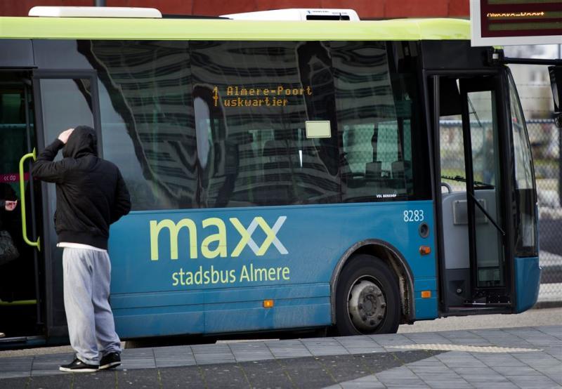Aanhoudingen voor bekogeling bussen Almere