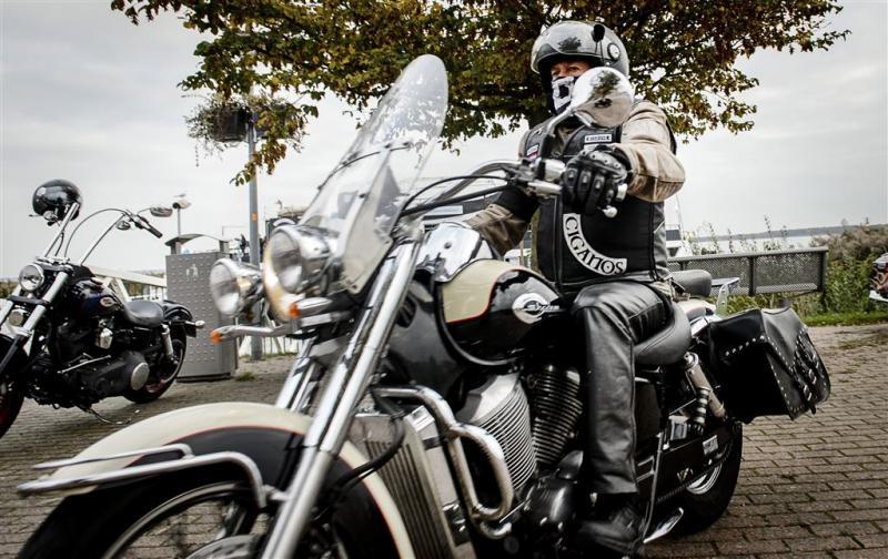 OM probeert weer motorbendes te verbieden
