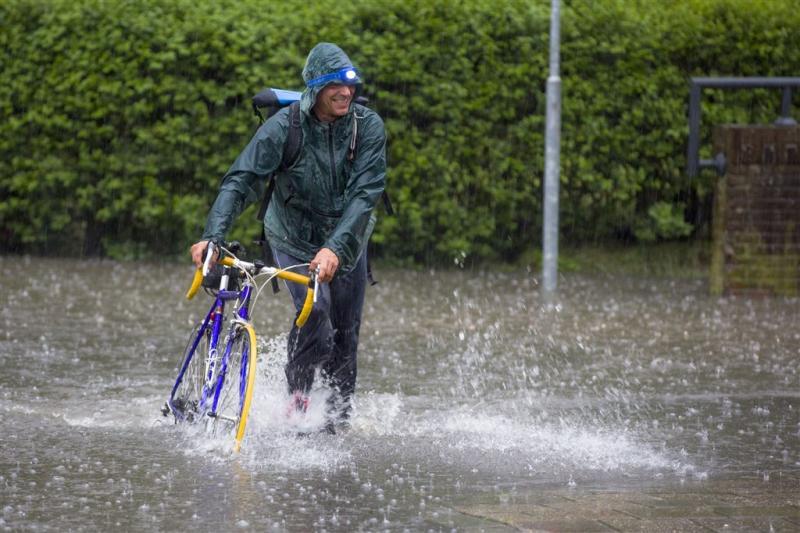 Maandag weer code geel vanwege stevig onweer