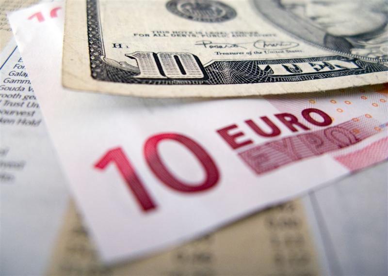 Britten slaan euro's en dollars in