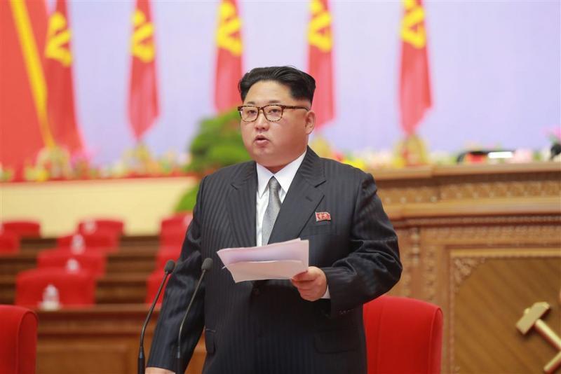 Kim Jong-un kijkt tevreden terug op rakettest