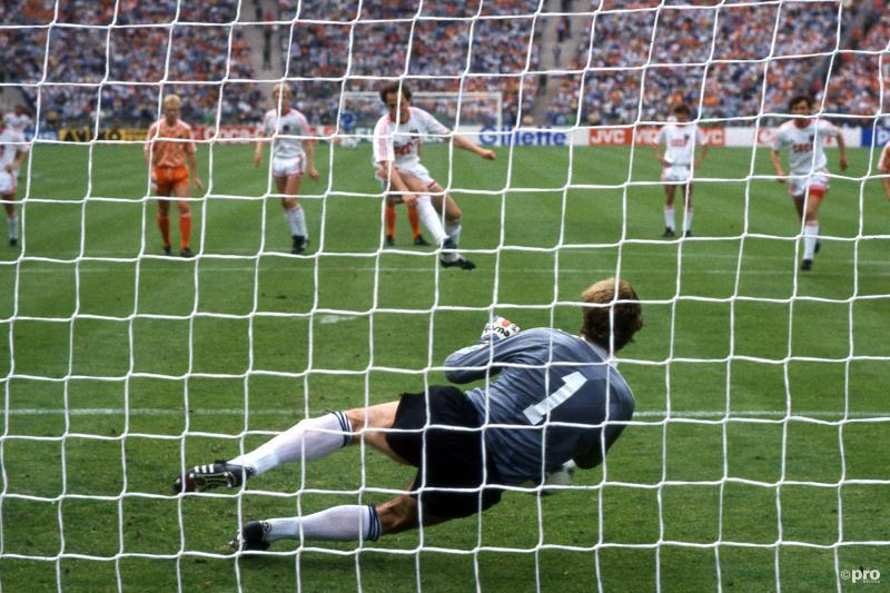 Van Breukelen stopt de strafschop (Pro Shots / Ton den Haan)