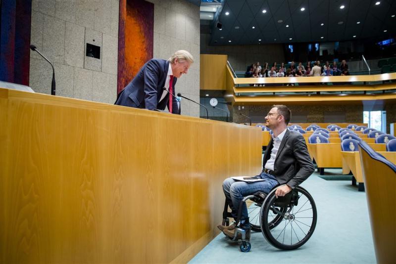 PvdA boos over miljoenen voor zorgdirecteuren