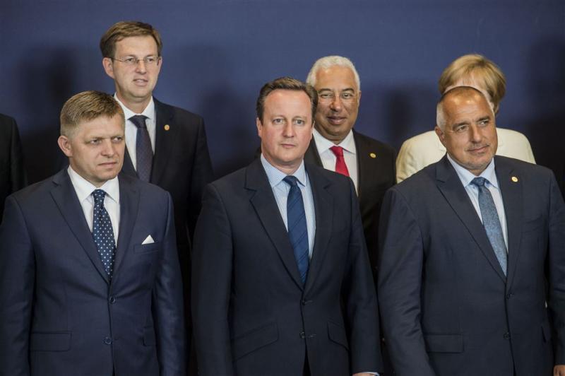 EU-leiders met zwart schaap Cameron aan tafel