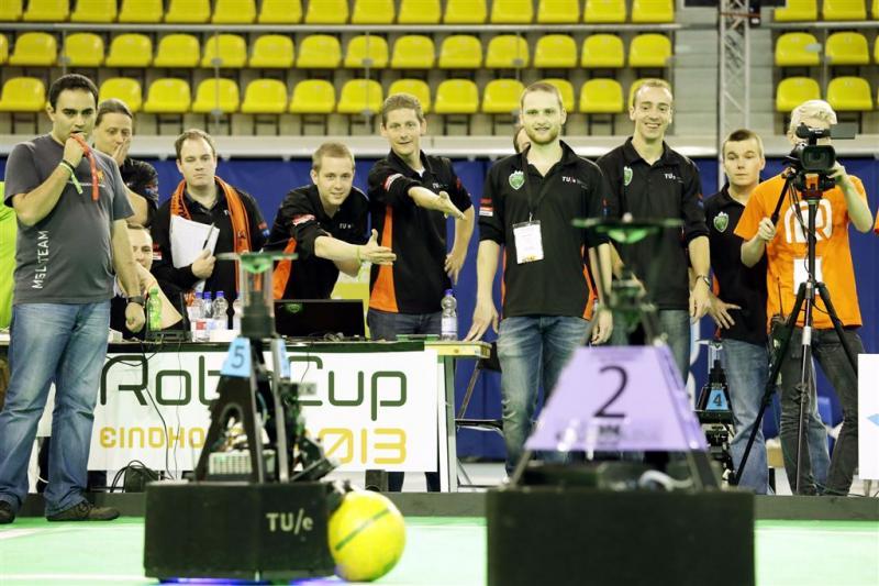 TU Eindhoven pakt wereldtitel robotvoetbal