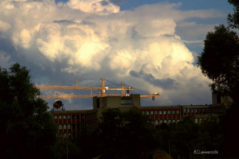 Een kraan bij het Maankwartier, achter het oude CBS gebouw.in Heerlen (Foto: Luuntje)