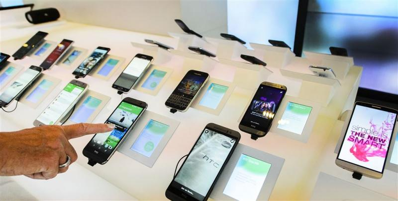 'KPN rekende woekerrente voor telefoons'