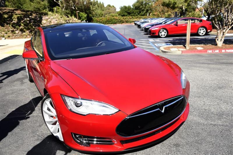 'SEC onderzoekt communicatie Tesla na crash'