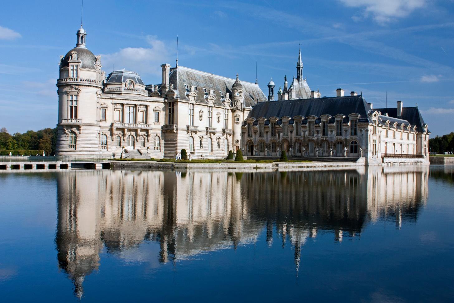 Het prachtige kasteel van Chantilly (Foto: WikiCommons)