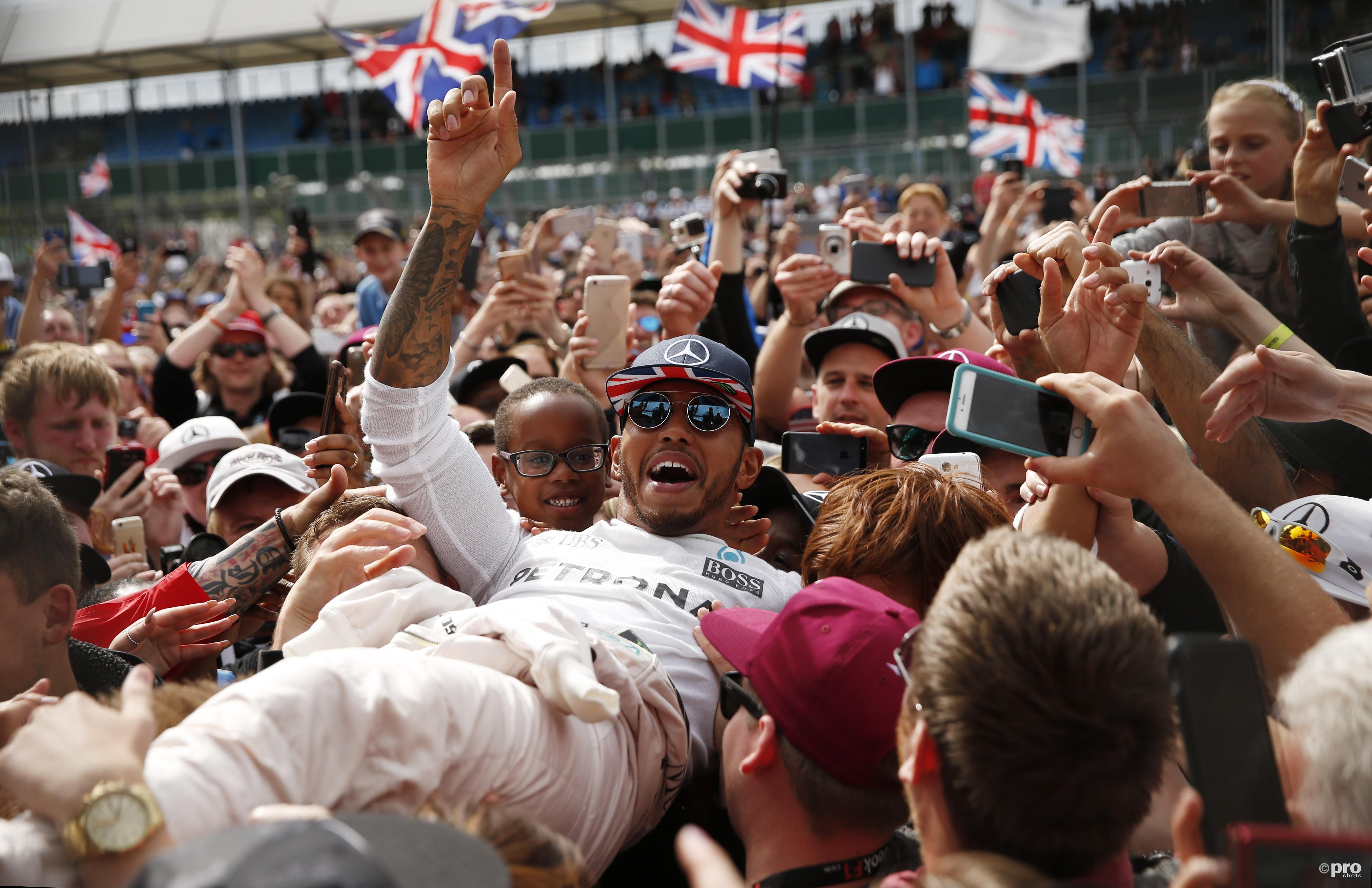 Hamilton ontloopt 10 plaatsen gridstraf