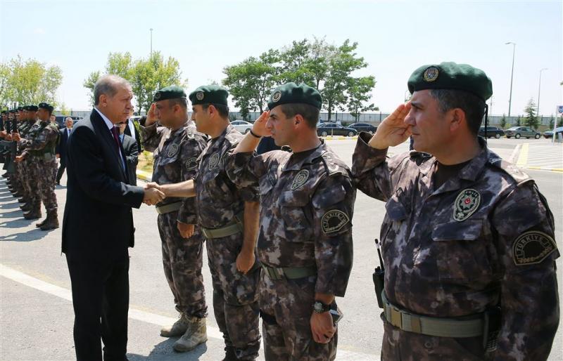 Turkije ontslaat bijna 1400 militairen
