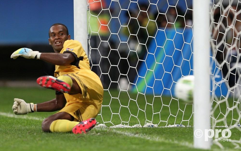 Keeper Taminasau zag helaas ook een penalty het doel in gaan, maar kon ondanks de 8-0 nederlaag met opgheven hoofd terugkijken op een aantal prima reddingen en een gestopte strafschop (PROSHOTS/Action Images)