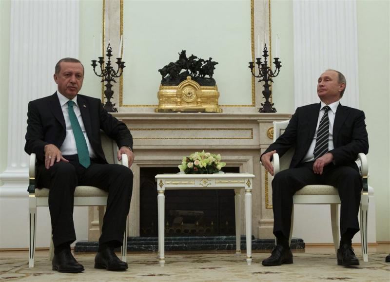 Couppoging brengt Erdogan weer bij Poetin