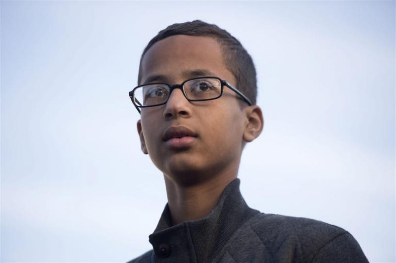 Familie 'klokkenmaker' klaagt school aan