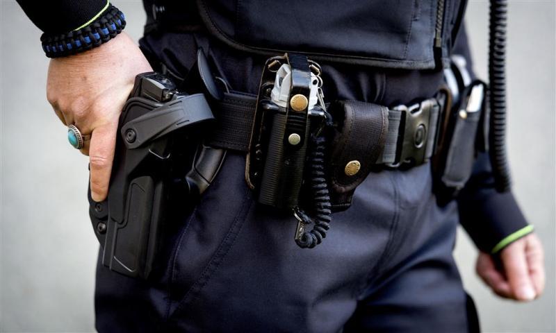 Politie schiet man in Spijkenisse in been