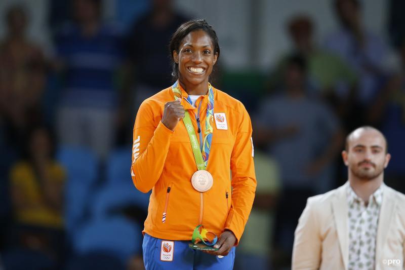 Van Emden met haar bronzen medaille (PRO SHOTS/Henk Jan Dijks)