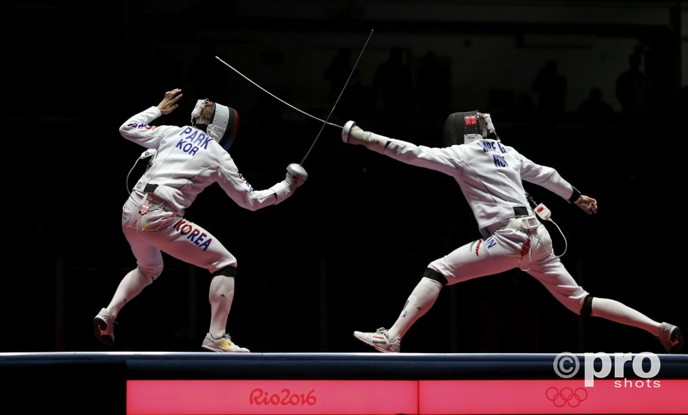 Park en Imre kruisen de degens in de strijd om het goud (PROSHOTS/Action Images)