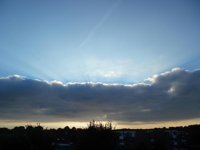Achter de wolken schijnt de zon (Foto: Papabear)