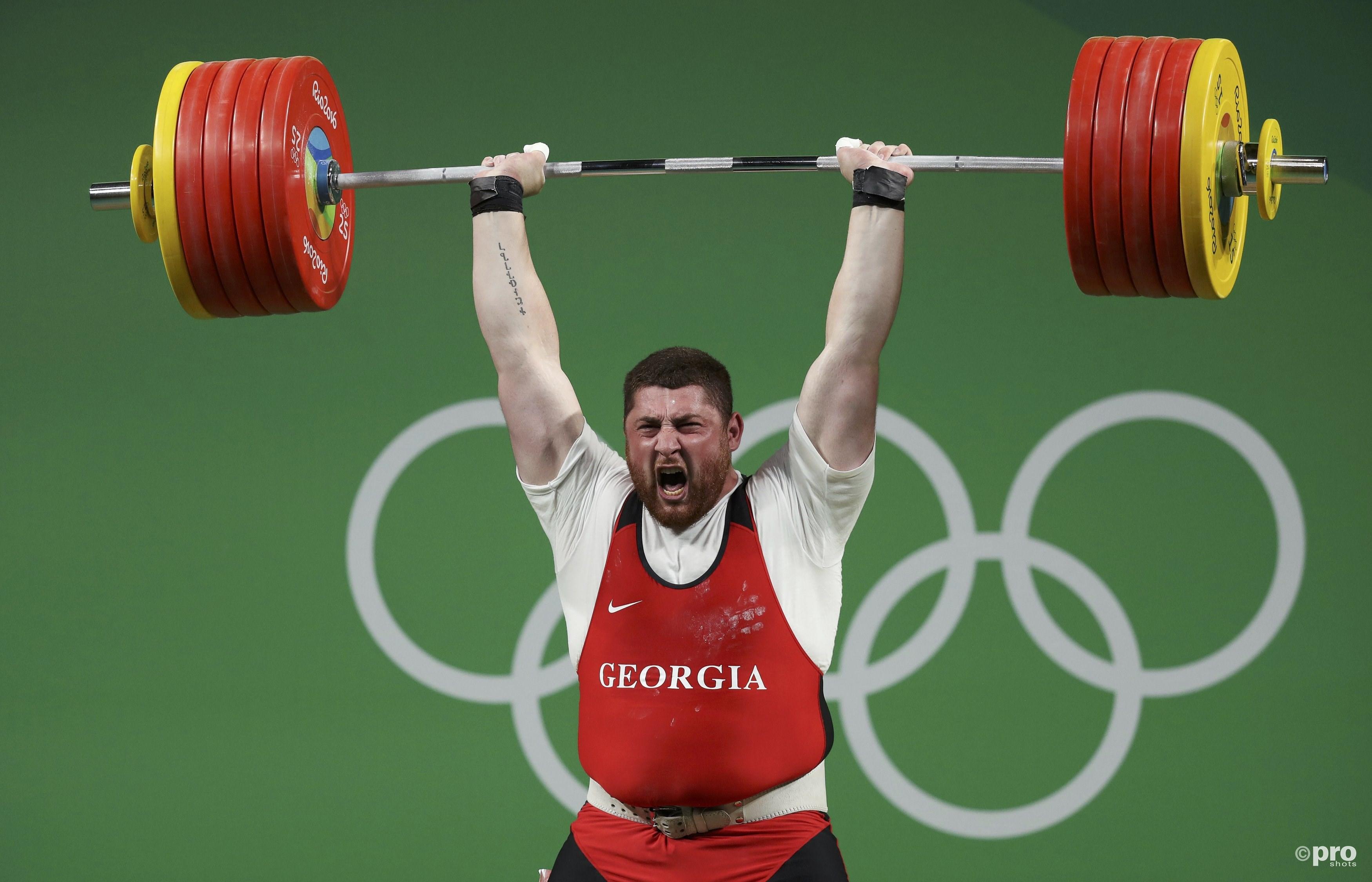 Talakadze knalt met speels gemak 258kg boven zijn hoofd (PROSHOTS/Action Images)