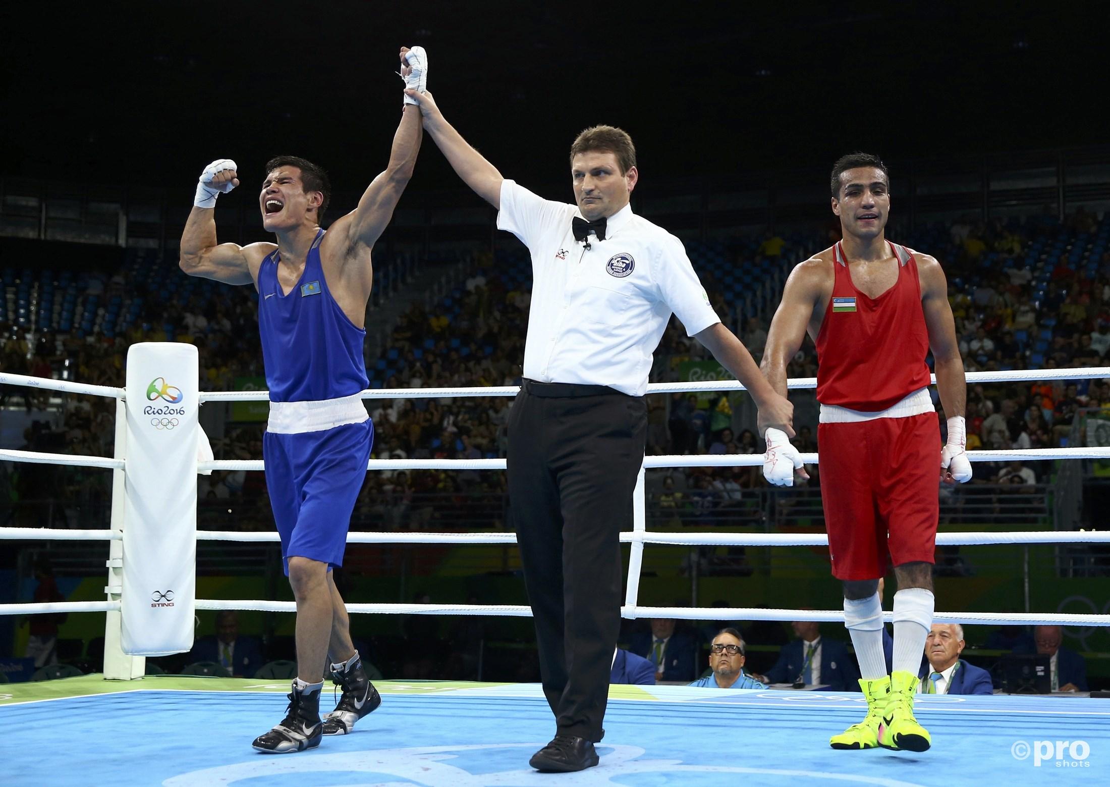 Yeleussinov wordt aangewezen als de nieuwe olympisch kampioen (PROSHOTS/Action Images)