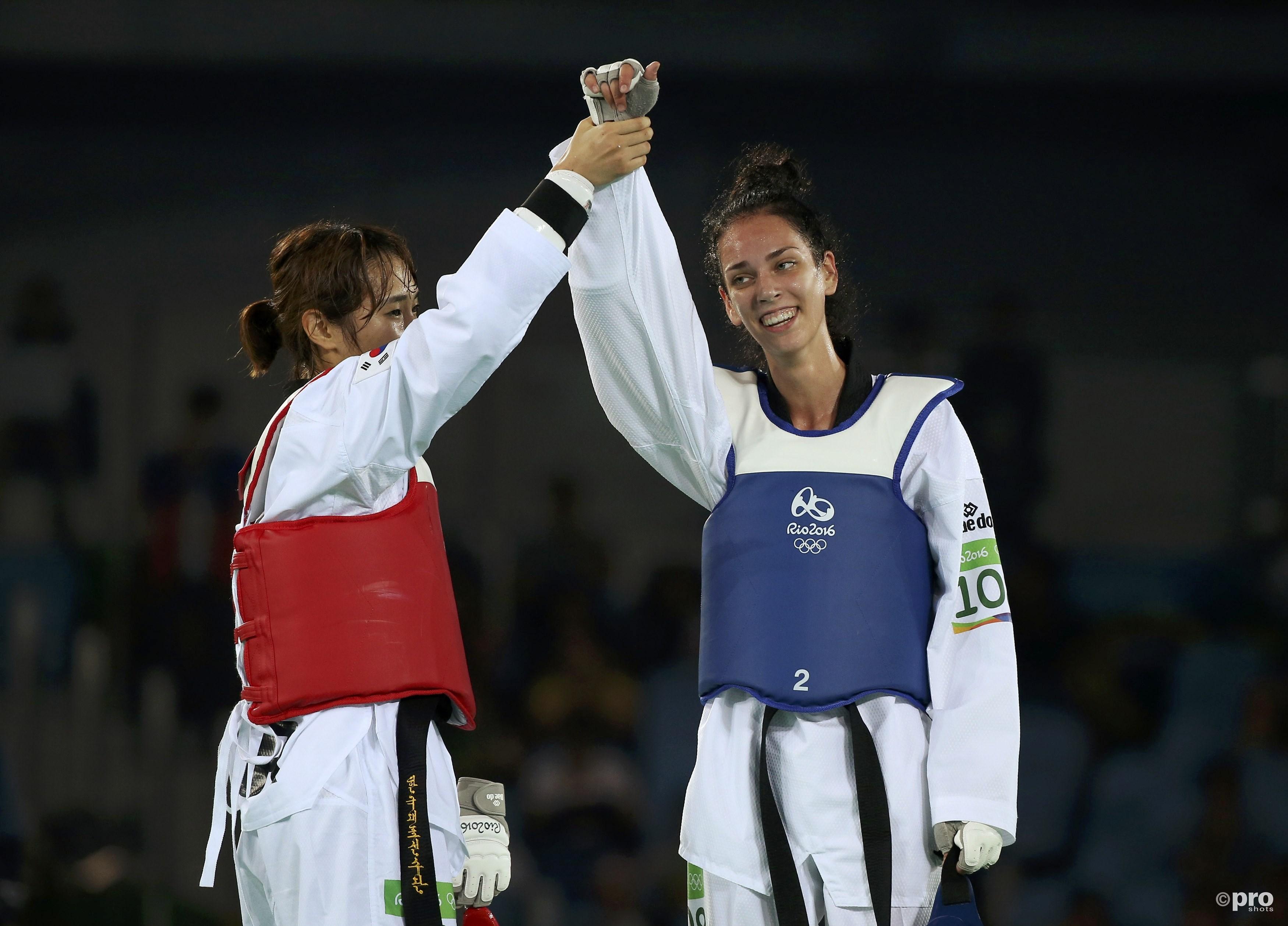 Kim toont haar respect voor de 17-jarige verliezend finaliste Bogdanovic (PROSHOTS/Action Images)