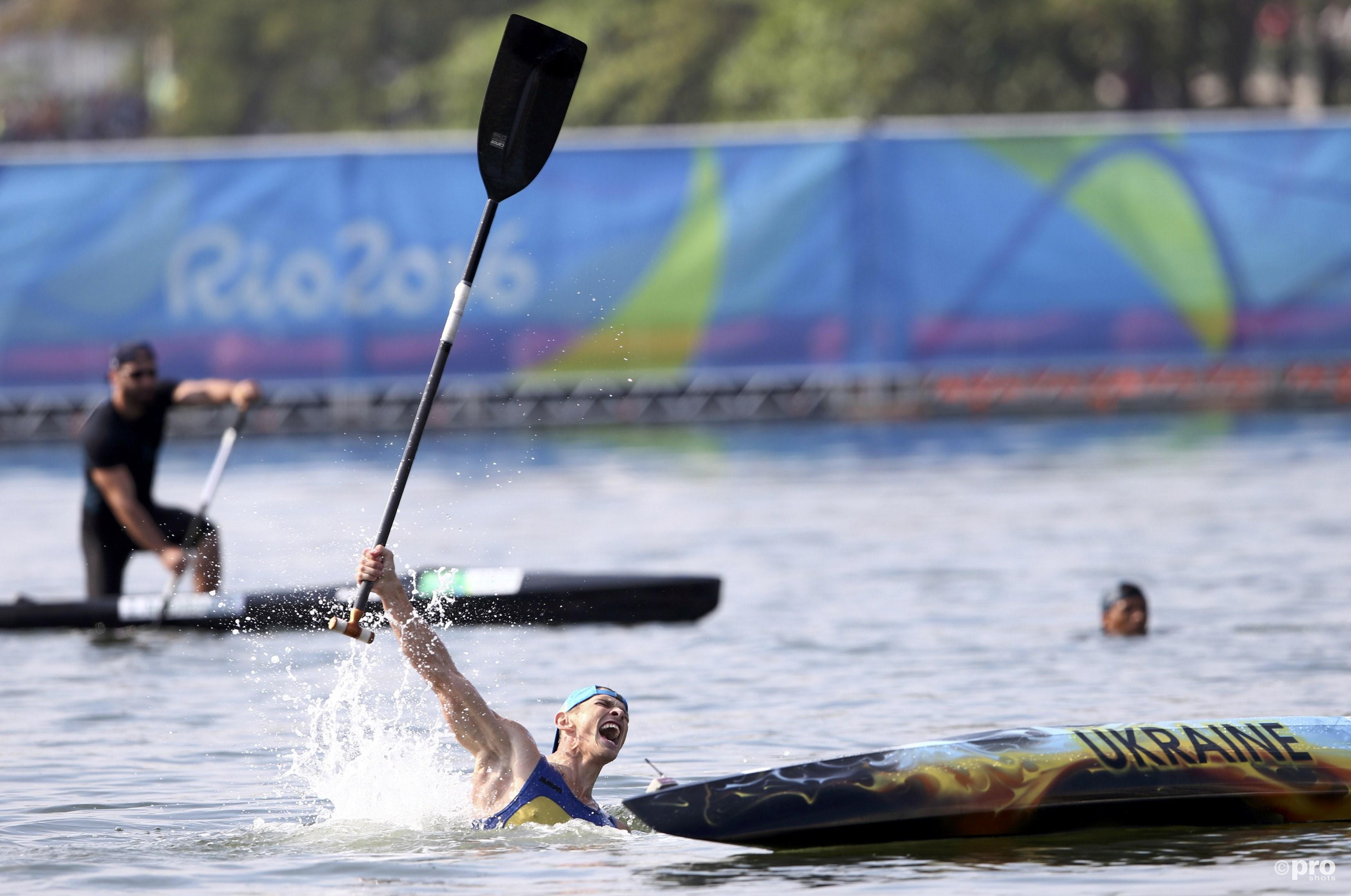 ...en kan zijn gouden medaille vieren in het heerlijke water in Rio (PROSHOTS/Action Images)