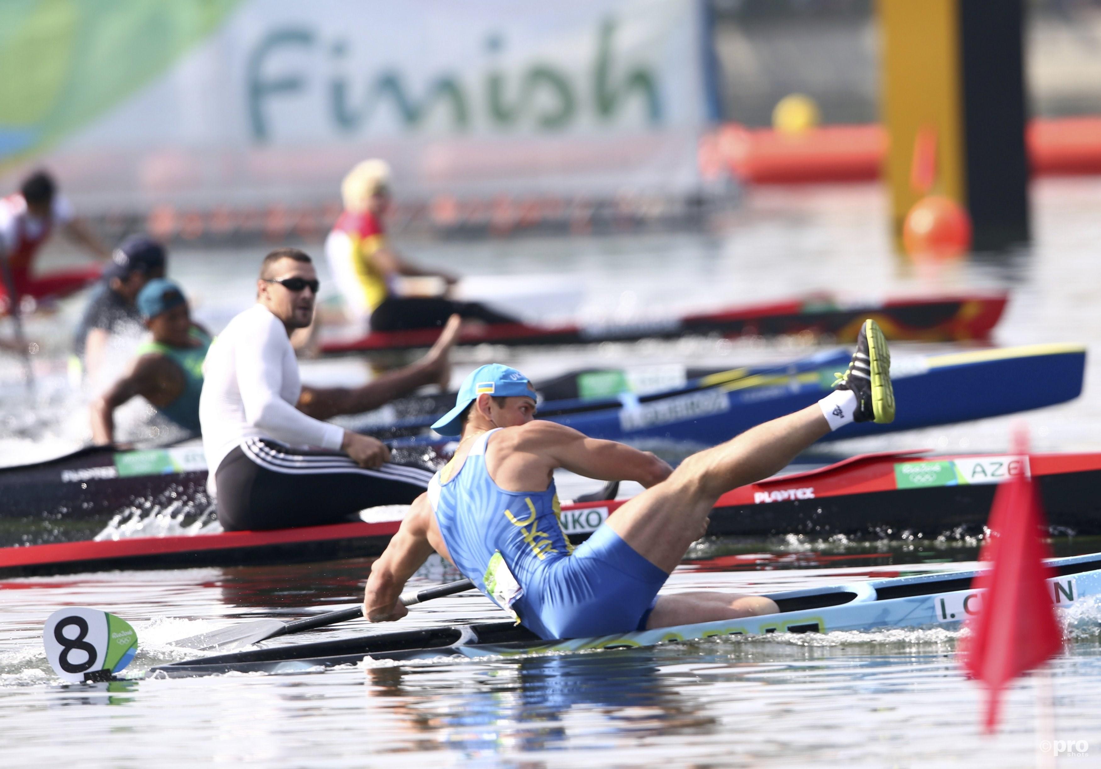 Cheban duwt zijn boot over de finish...(PROSHOTS/Action Images)