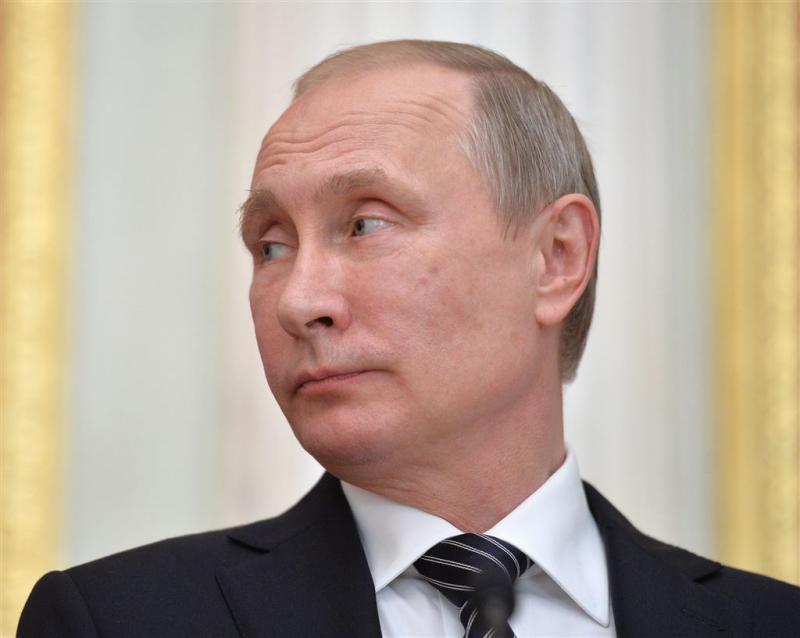 Poetin brengt bezoek aan Krim